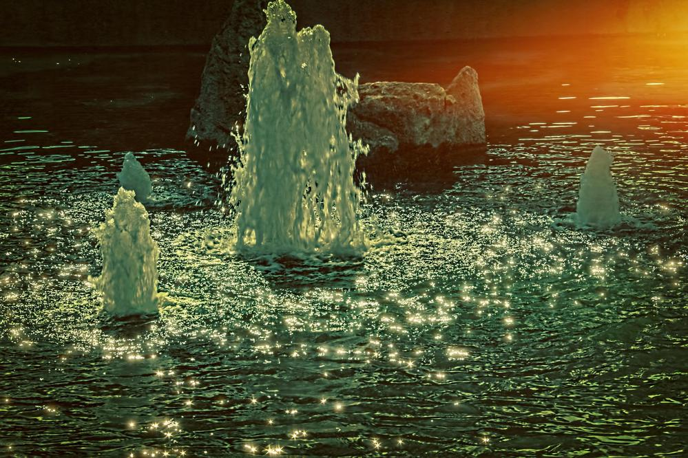 fountain and light